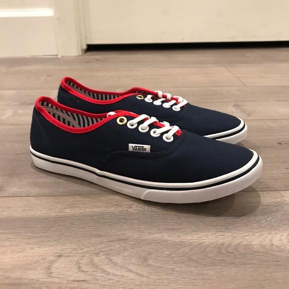 250311de81caee Vans Authentic Lo Pro Yacht Stripes Navy Red. M 5aa384245512fd9fbf58923d